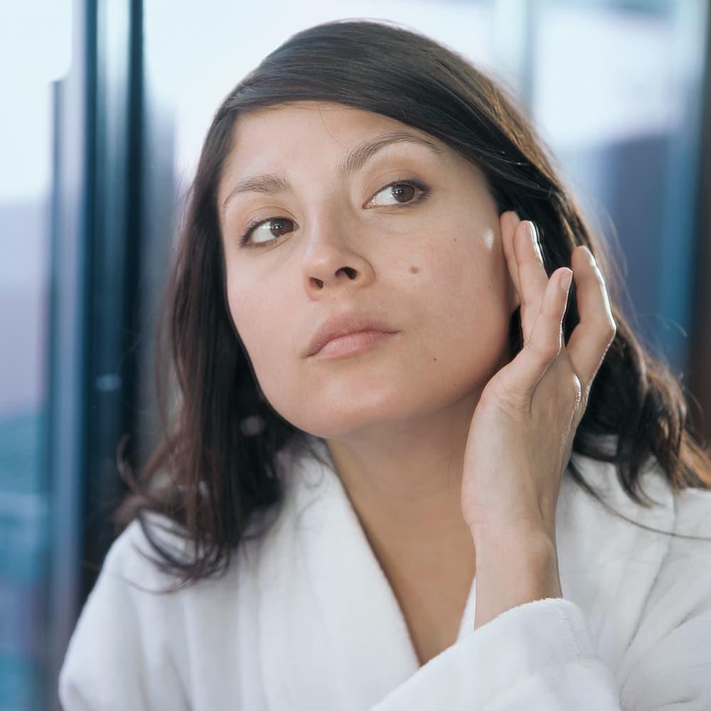 How To Treat Dry Skin Around The Eyes Vaseline Unilever Vaseline